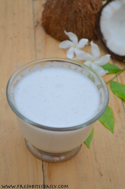 Making coconut milk at home from fresh coconut (in a lesson from India)