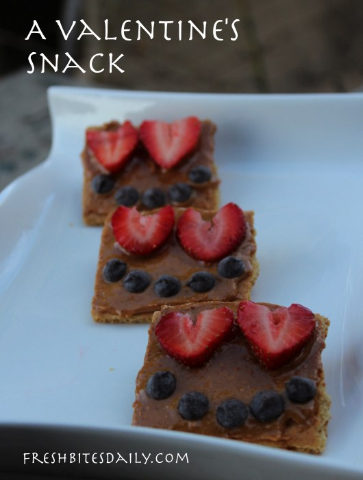 A Valentine's-Inspired Graham Cracker Snack